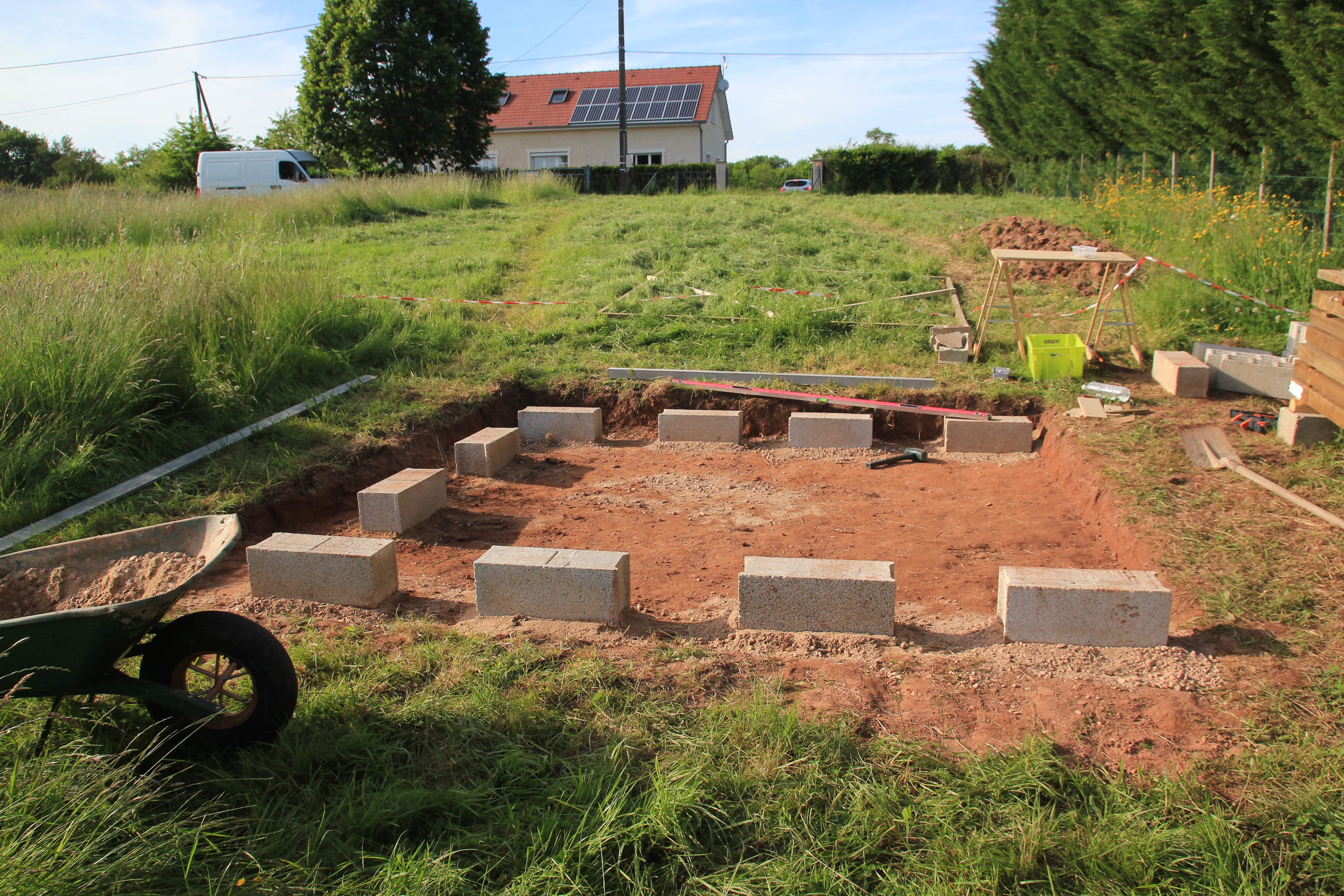 Fondations et dalle bois - Première partie [Abri de jardin] | Comme ...