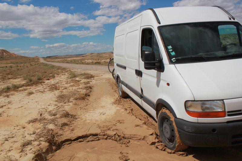 Camion coincé dans la boue