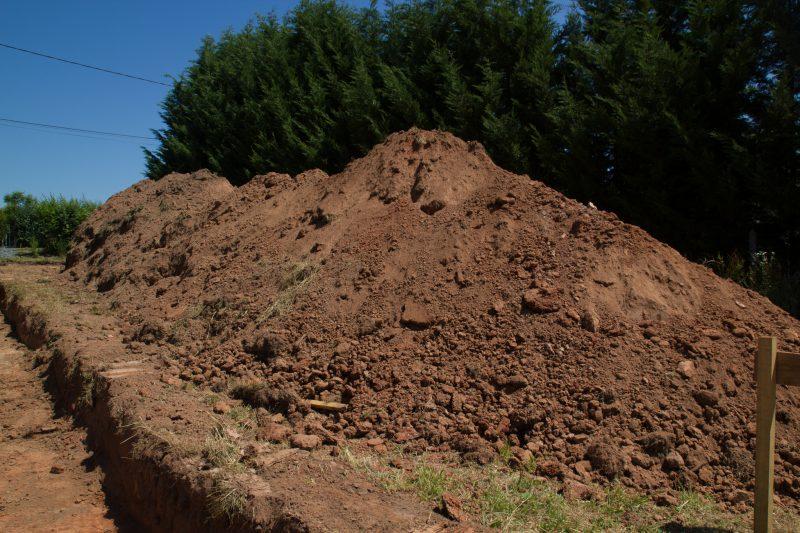 Terre extraite pour faire le chemin d'accès