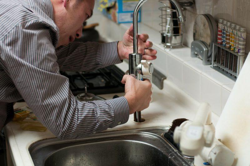 Aide plombier pour travaux