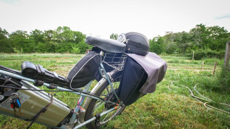 Sacoche et casque de vélo