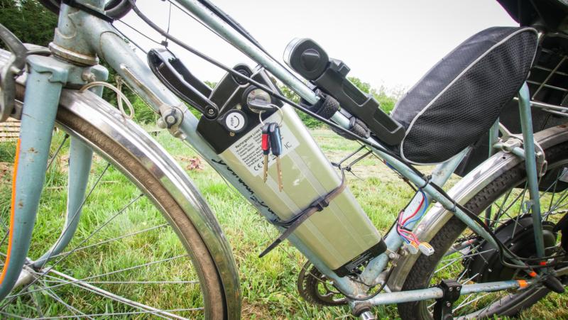 fixation de la batterie du vélo
